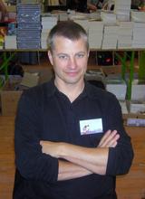 L'homme, Erik. Interview du co-auteur de la série A comme Association