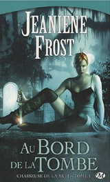 Frost, Jeaniene. Chasseuse de la nuit. Tome 1 : Au bord de la tombe