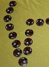 Badges et magnets : les goodies du Salon du vampire