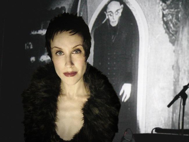 Tracy, Jill. Interview avec l'auteur et interprète de Into the Land of Phantoms